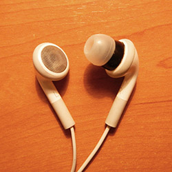 Modify Classic iPod Headphones To Have Silicone In-Ear Tips